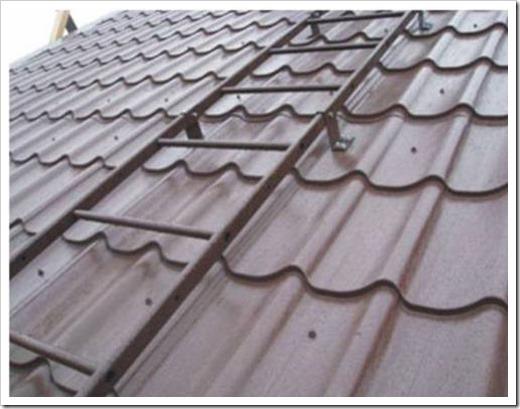 Лестница для крыши из металлочерепицы