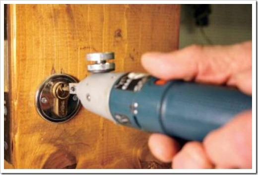 Какие сложности могут возникнуть со взломом собственной двери?