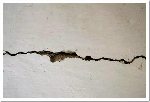 Различные способы заделки трещин в стене
