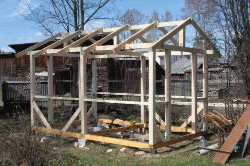 строительство деревяной беседки