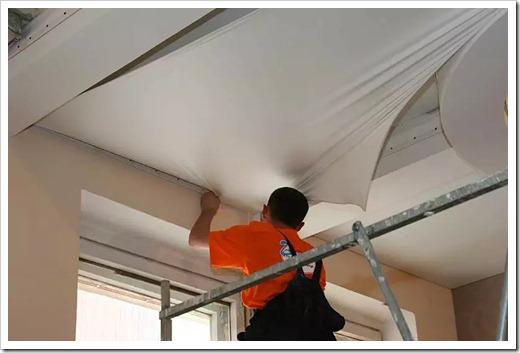 Выполнение натяжения потолочного полотна
