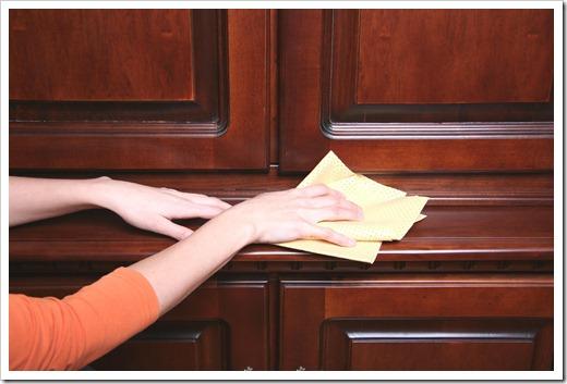Действия, которые запрещены в отношении ухода за деревянной мебелью