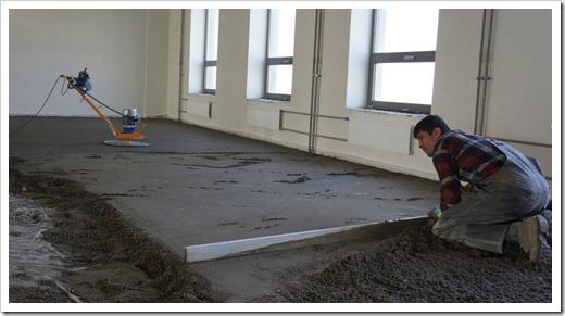 Почему подавляющее большинство профессиональных строителей использует именно полусухую стяжку пола?