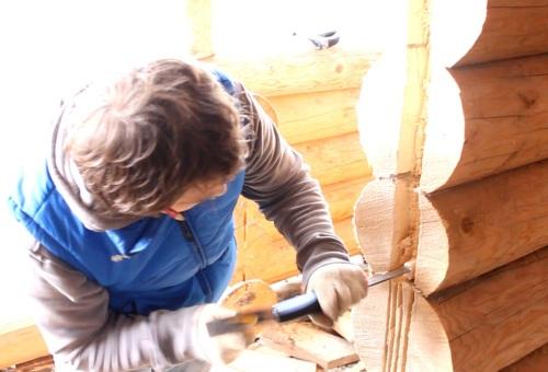 Как установить входную дверь в деревянном доме