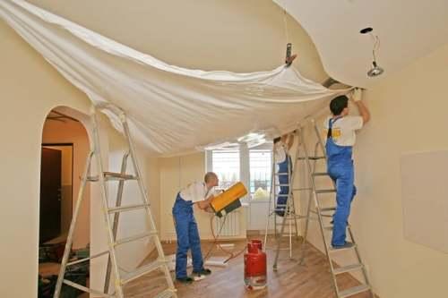 Как вешают натяжной потолок