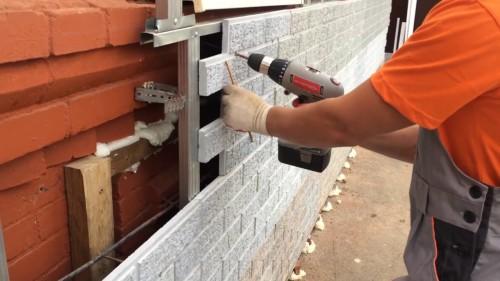 Как крепить фасадные панели к стене