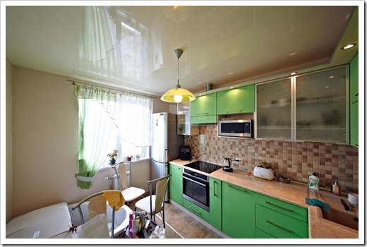 Как очищать натяжной потолок на кухне?